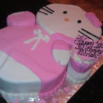 Hello Kitty - 3D cutout with cake laying down