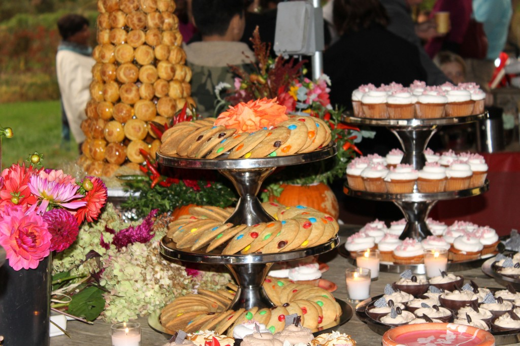 cakes by happy eatery dessert tables. Black Bedroom Furniture Sets. Home Design Ideas